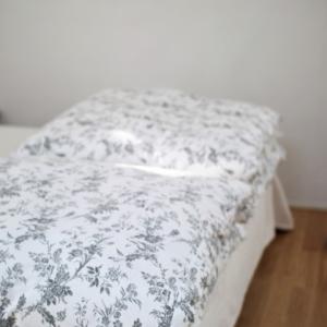 簡単だけどスッキリ整うベッドメイキング