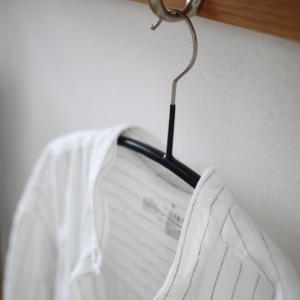 今年はバンドカラーの気分。無印のシャツワンピースの襟をとってみました。