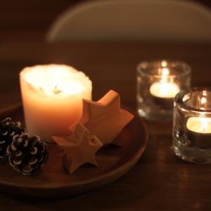 キャンドルを灯して過ごす冬の日々。