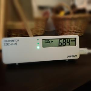換気の可視化。二酸化炭素濃度計測器をお店に設置してみた。