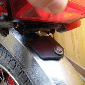 TOMOSのテールランプ修理とタイヤ交換