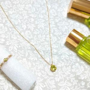 願を掛けて、誕生石の指輪とネックレスを購入。
