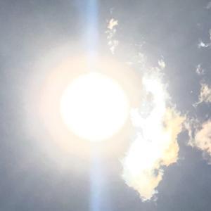 【合掌する神様雲】ビリビリ波動を感じる?!エネルギー写真みてみて!