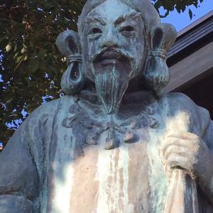 【神社で遭遇】貫禄あるおじさんの正体は!?