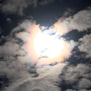 神社参拝でいっときの晴れ空にありがたやー!