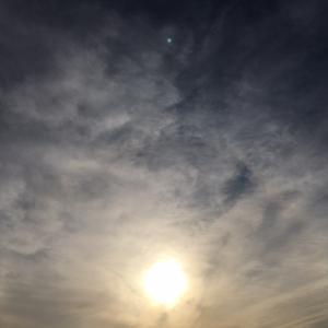 龍神雲が夕日の中に!?朝から日輪に神様雲
