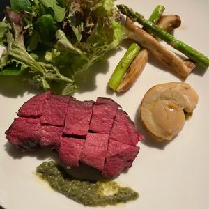 ミートハンターのジビエ料理 エゾ鹿肉のコンフィ ジェノベーゼソース添え