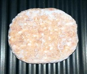 ヘルシオ:冷凍ハンバーグと冷凍コロッケ。高木金属のトレーで調理。