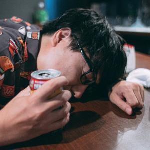 20代で酒を飲むのは1割以下という衝撃