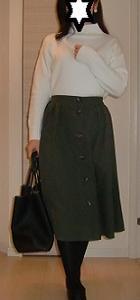 GUフロントボタンフレアスカートとオーバーサイズハイネックチュニックのプチプラコーデ