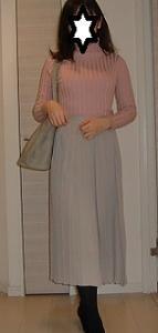 GUプリーツスカート☆上下淡い色の細見えコーデ