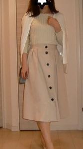 春カラーGUフロントボタンフレアスカートの上品コーデ