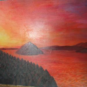 朝陽が差し込むリアス式海岸  夜明け