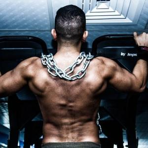 筋トレは背中重視が効果ある