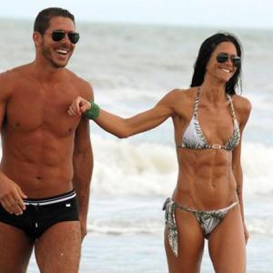 ◆画像◆ディエゴ・シメオネは選手だけじゃなく嫁の腹筋も鍛える男