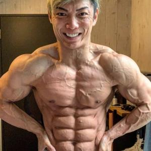 腹筋ローラー(膝コロ)を毎日100回一年続けたらムキムキになりますか?