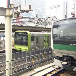渋谷駅にあったJR社員が全力で喜びを表現したポスターが話題に