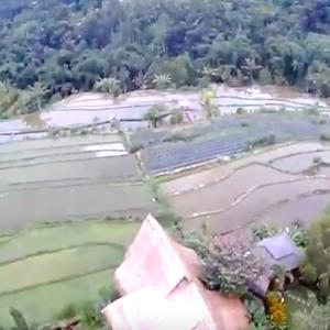 『雲の上の村』チャングーからブドゥグル Village Above the Clouds - Desa Atas Awan Eco-boutique Hotel