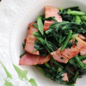 10分あれば作れちゃう♡【レシピ】バター香る!春菊とベーコンの炒め物