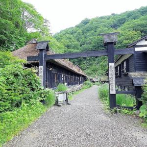 日本一有名な秘湯!秋田・乳頭温泉郷「鶴の湯」混浴露天風呂