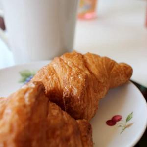 クロワッサンで朝食を