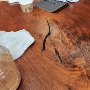 購入後2回目 一枚板テーブルをオイルメンテナンス
