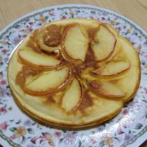 今日の朝ごはん。簡単アップル・パンケーキ篇