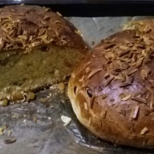 """イースターの甘い丸パン""""マザネツ""""。今年は娘達の完全手作りで楽だな篇"""