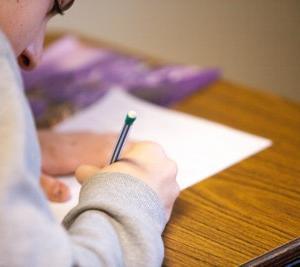 夏休みの宿題に英作文が出て悩んでいる人へ!英作文はこうやって書こう!(その1)