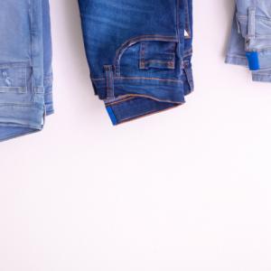 ユニクロの店舗には大きいサイズがない!パンツやスカートの裾丈が短い!を解決する方法