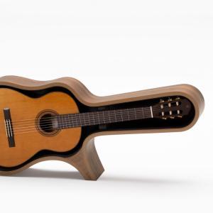 ヤマハから演奏用椅子にもなるおしゃれなギタースタンドとクラシックギターフレームが登場