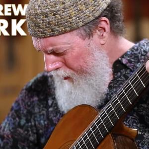 アンドリュー・ヨーク、2種類のトーレスのギターを使った自作品の演奏動画を公開 世界初演の新作も