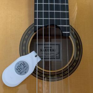 そのギターの湿度管理方法、合っていますか?楽器内部の湿度を計測できる湿度計から学ぶ正しい湿度調節剤の使い方