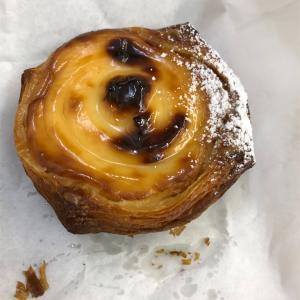 阪急稲野駅のパン屋、グルニエ ア パン のタルトが美味い