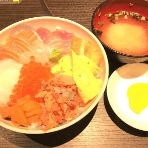 【函館朝市の いか太郎でランチ】千円の海鮮丼を食べた