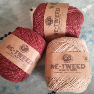 ウール40%アクリル20%ポリエルテル40%の毛糸