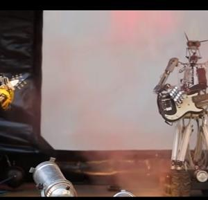 ロボットだけで結成されたロックバンドが曲を披露する!