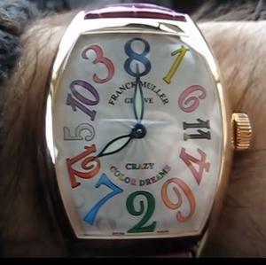 右回りに動かないアナログ時計!常識を覆した、クレイジーアワーズ!