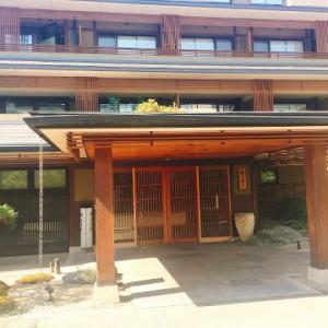 京都嵐山花伝抄の駐車場と館内サービス