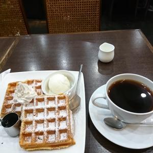 中高野街道を進むと そこにはカフェが