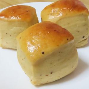プルーンピューレをバター代わりにプティ・パヴェ・プリュノー