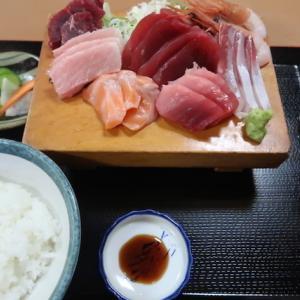 太白区鹿野・江戸家で「刺身定食」//店で買うより新鮮、安い、旨い。ボリューム多いので「少なめ」がオススメ。