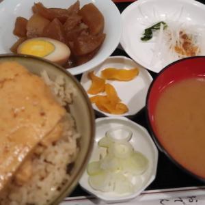 東京中央区日本橋・お多幸で「とうめし定食」//おでん屋のシンプルな豆腐料理。