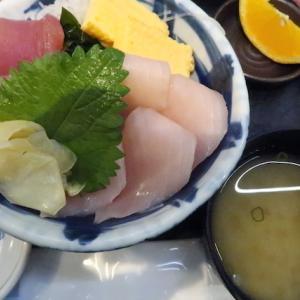 若林区卸町(杜の市場)・魚河岸処 仙(旧どん辰)で「ダブルまぐろ丼」//紅白のマグロで新年早々めでたいな。