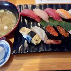 若林区卸町(仙台市中央卸売市場)・いちば鮨「にぎり寿司・中」//市場食堂ですから盛り良し、ネタ良し、価格良し。🍣