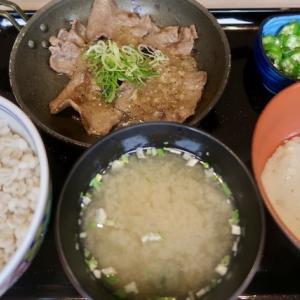 泉区加茂・吉野家加茂店で期間限定「牛たん麦とろ御膳」//薄切りでフライパン付き熱々。仙台名物とは全く違う。