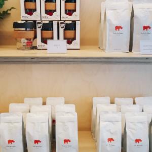Kiss the Hippo Coffee @ London (Richmond & Fitzrovia) UK * ミニマリストでモダン、ロンドンの上質なコーヒーで寛ぐひととき