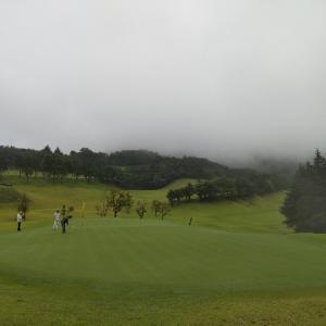 大雨もゴルフバカは避けるようです