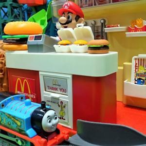 きかんしゃトーマス アニメ おもちゃ♪ハンバーガーをアンパンマンがトーマスにのせてはこぶよ♪Thomas&Friend Toys♪ゆうぴょん yupyon