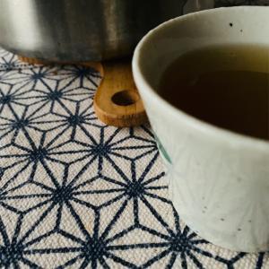 ひとり暖かいお茶を飲む、ミニマルライフ